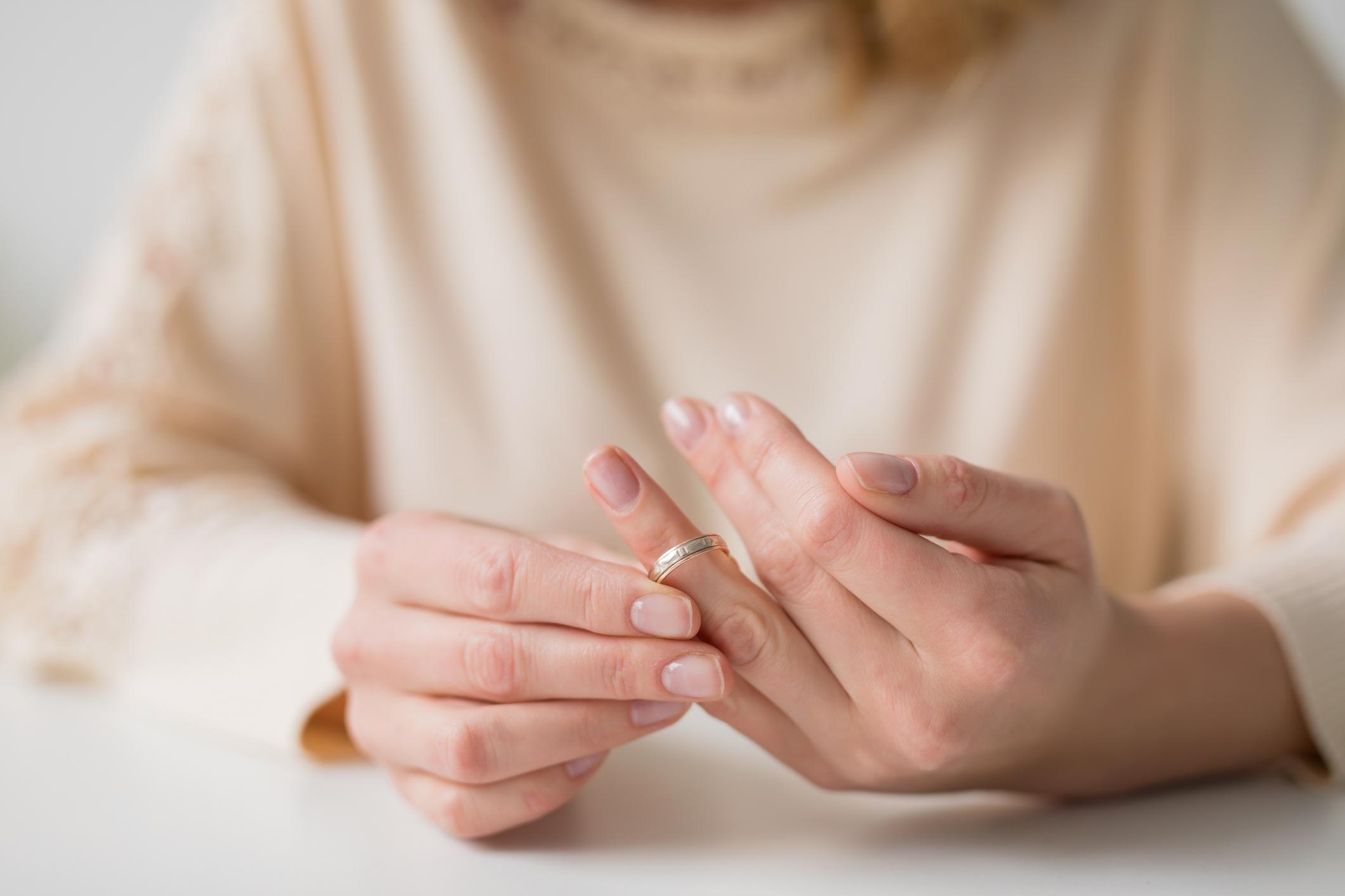 Δώστε προσοχή: Δέκα σημάδια που σας προειδοποιούν ότι ο γάμος σας μπορεί να καταλήξει σε διαζύγιο