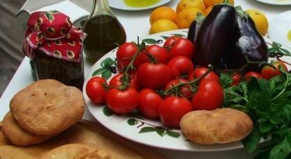 Η τρόικα τρώει τη μεσογειακή διατροφή αλλά και την καρδιά!