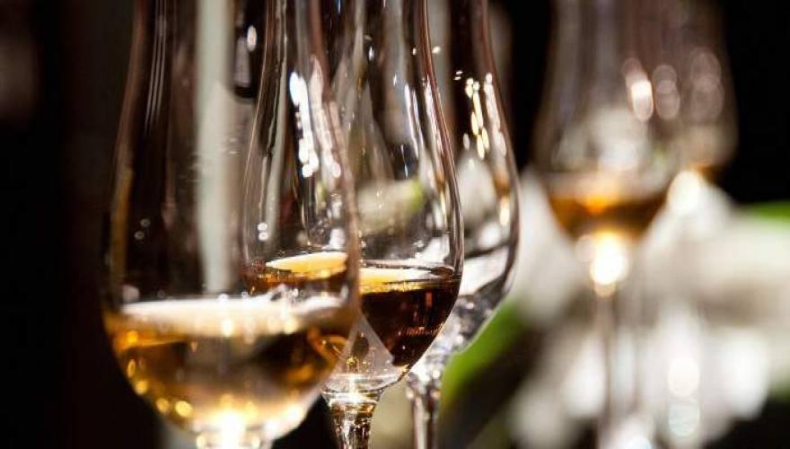 Πως να μην ζαλιστείτε από το αλκοόλ στις γιορτές – 3 tips