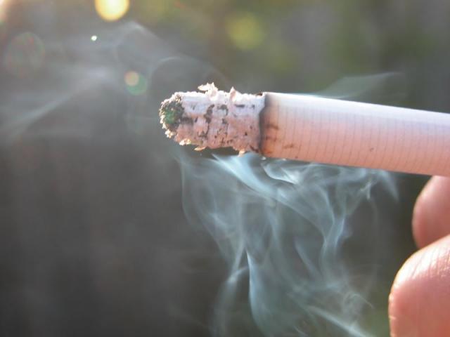 «Τσεκουρώνει» τους νέους η νόσος των καπνιστών