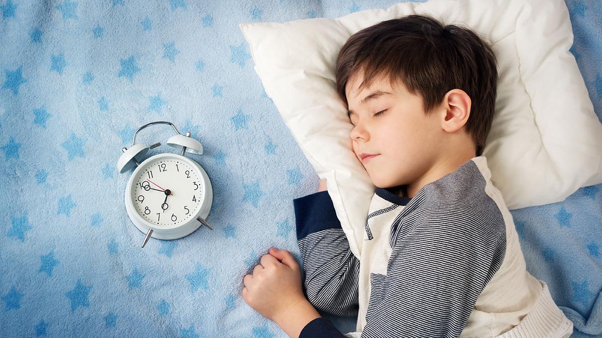 Τελικά τι ώρα πρέπει να πηγαίνει για ύπνο ένα παιδί ανάλογα με την ηλικία του; (φώτο)