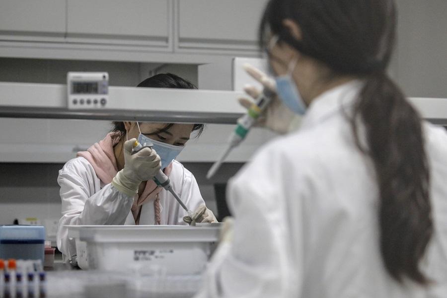 Ηθικές και επιστημονικές θεωρήσεις σχετικά με την πρώιμη έγκριση και ευρεία διάθεση εμβολίων έναντι του SARS-CoV-2