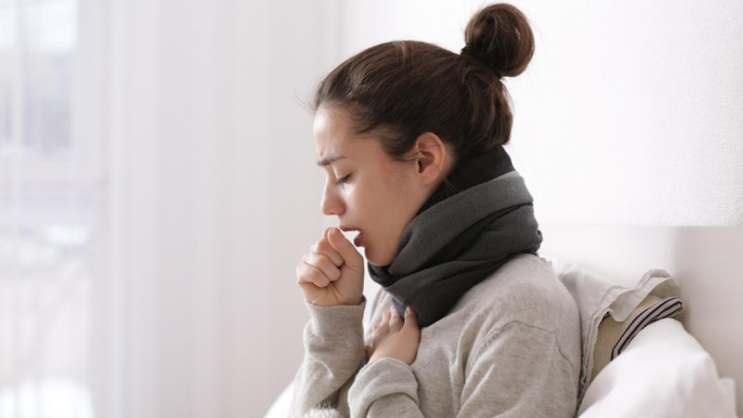 Πώς να ξεπεράσεις τον επίμονο βήχα χωρίς φάρμακα