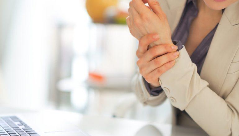 Πόνος στις αρθρώσεις; Ανακουφιστείτε άμεσα με αυτό το ρόφημα (βίντεο)