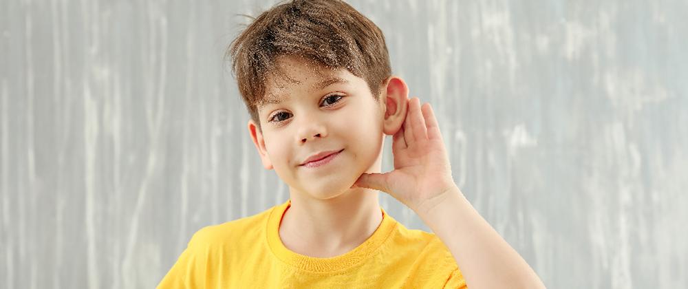 Πώς να προστατεύσετε τα αφτιά του παιδιού σας από απώλεια ακοής που προκαλείται από ήχο