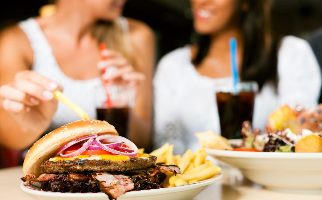 Αυτά τα 9 φαγητά μπορείτε να τα καταναλώσετε το βράδυ χωρίς να παχύνετε (βίντεο)