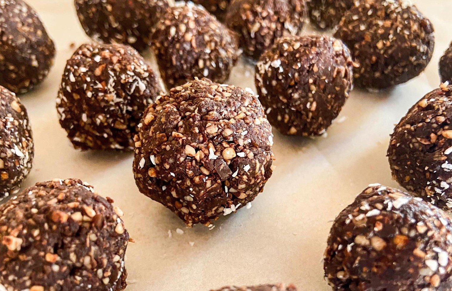 Snack time: Φτιάξτε τα πιο υγιεινά και νόστιμα energy balls