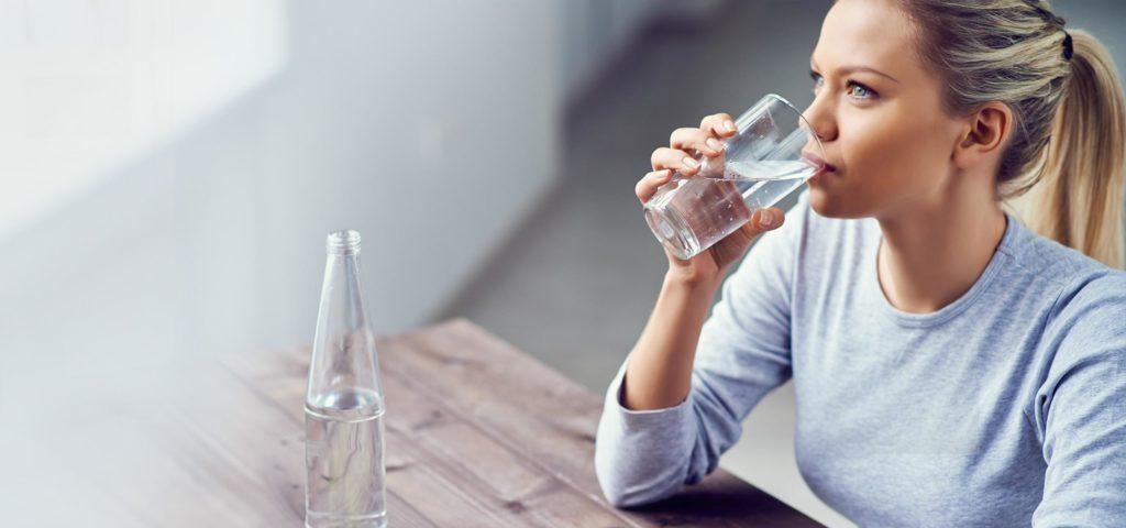 Υπάρχει σωστός και λάθος τρόπος για να πίνουμε νερό; Μάθετε στο παρακάτω βίντεο