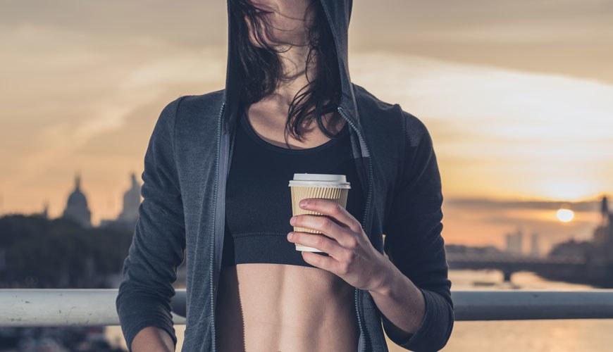 Kαφές πριν ή κατά την άσκηση: Πώς επιδρά στον οργανισμό;