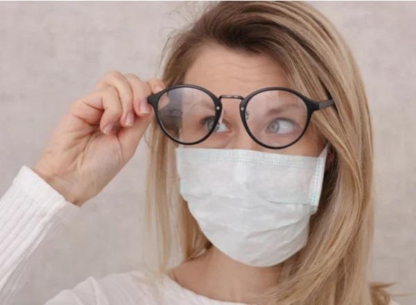 Πώς να φοράτε μάσκα προσώπου χωρίς να θολώνετε τα γυαλιά σας