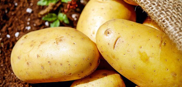 Γκρίζα μαλλιά: Πώς βοηθούν οι πατάτες στη μείωση των λευκών τριχών