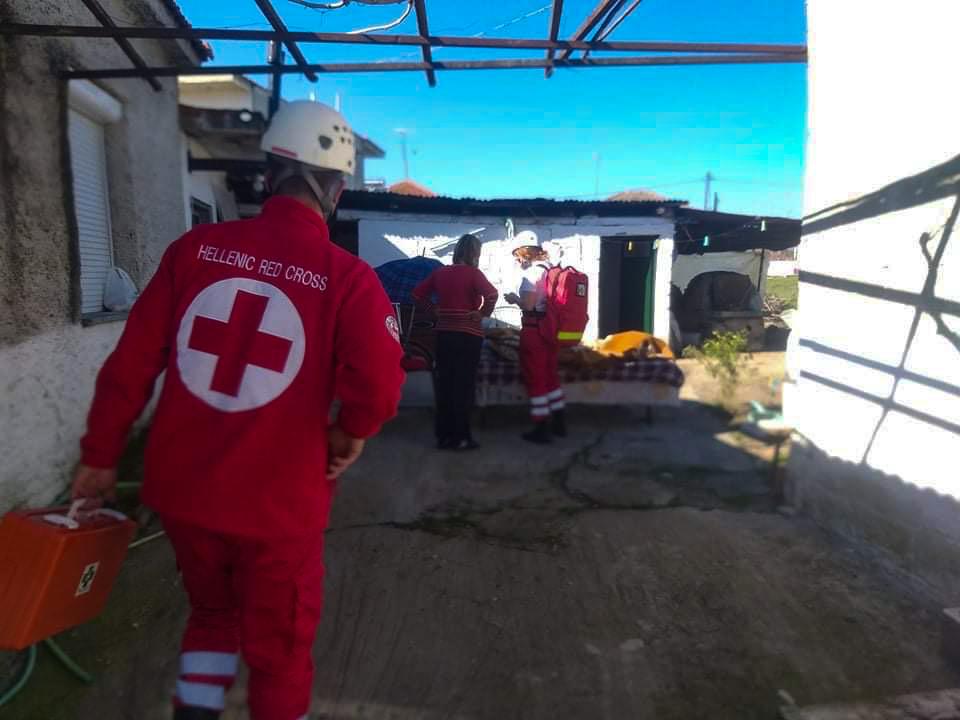 Κλιμάκια του Ελληνικού Ερυθρού Σταυρού συμμετέχουν σε απεγκλωβισμούς κατοίκων στην περιοχή της Ελασσόνας