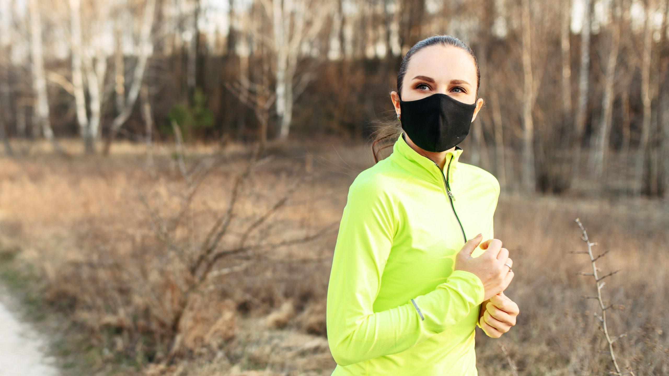 Μάσκα και τρέξιμο – Τι απαντούν οι «ειδικοί»