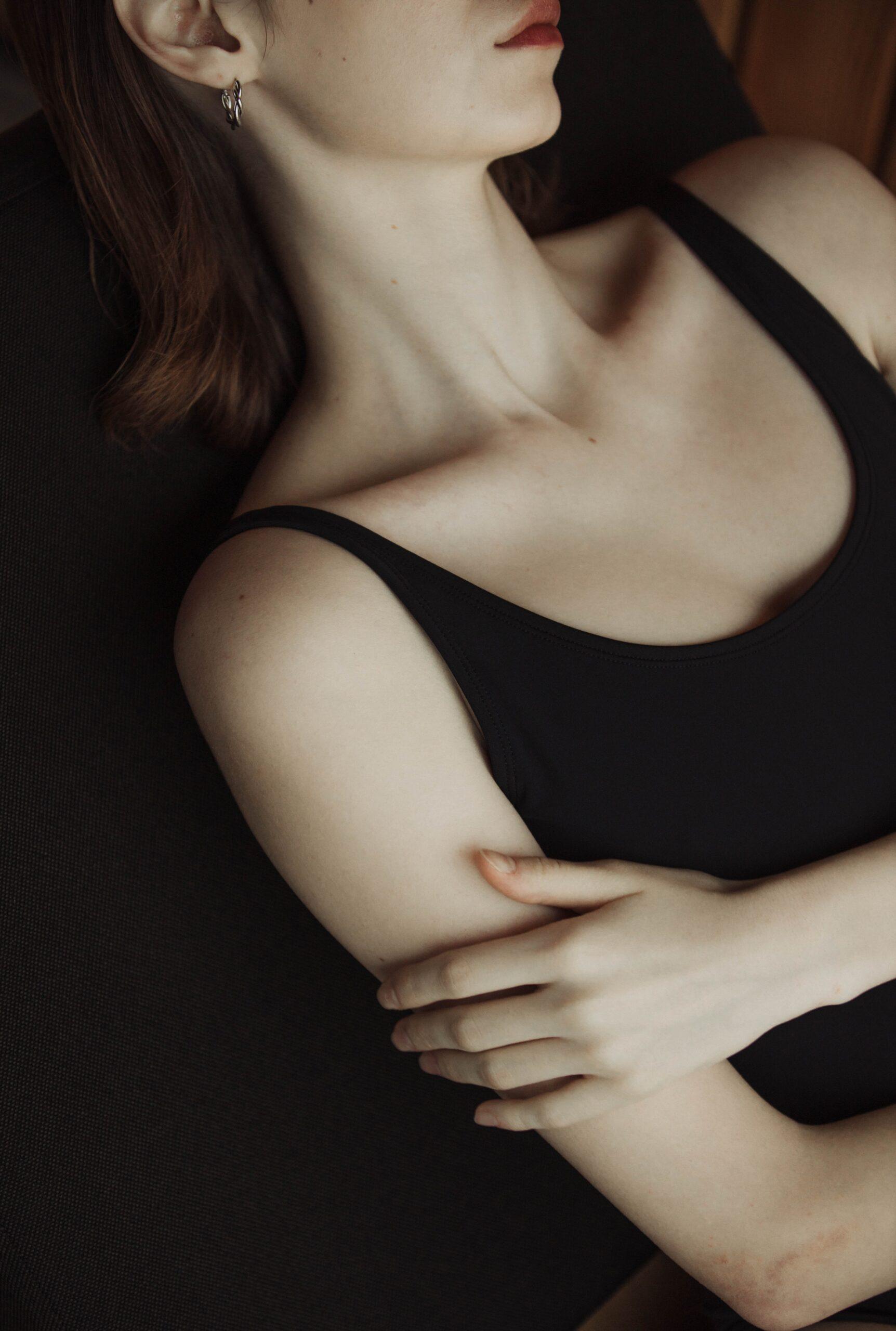 Πόνος στον μαστό: Γνωρίστε τους 10 λόγους στους οποίους μπορεί να οφείλεται