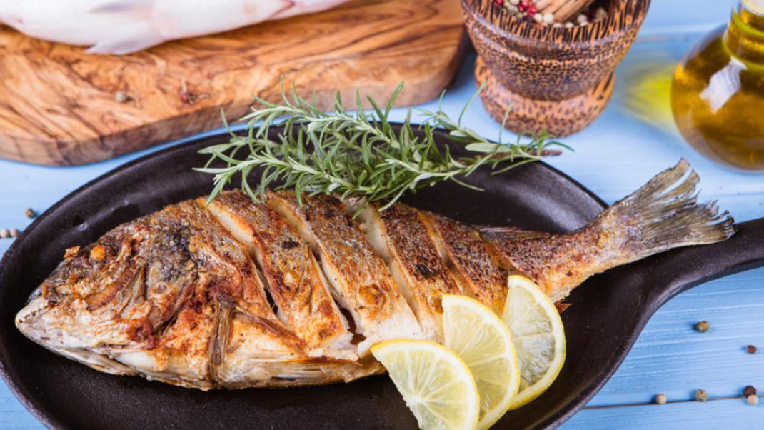 Τηγανητό ψάρι: Ποιός είναι ο πιο υγιεινός τρόπος ψησίματος