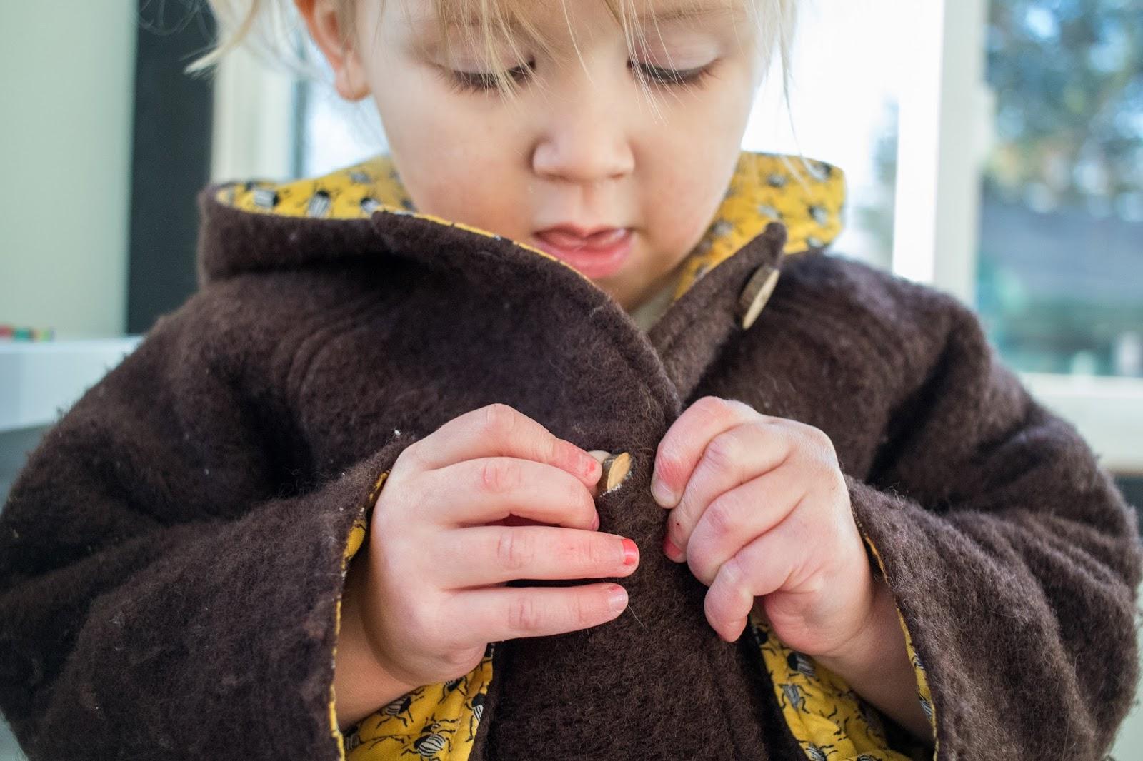 Πως θα μάθει το παιδί σας να ντύνεται μόνο του