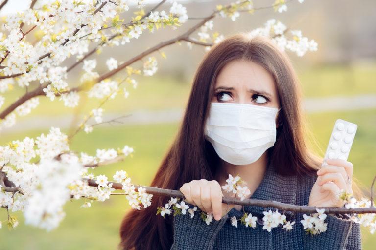 Αλλεργική ρινίτιδα: Πώς θα την ξεχωρίσετε από το απλό κρυολόγημα