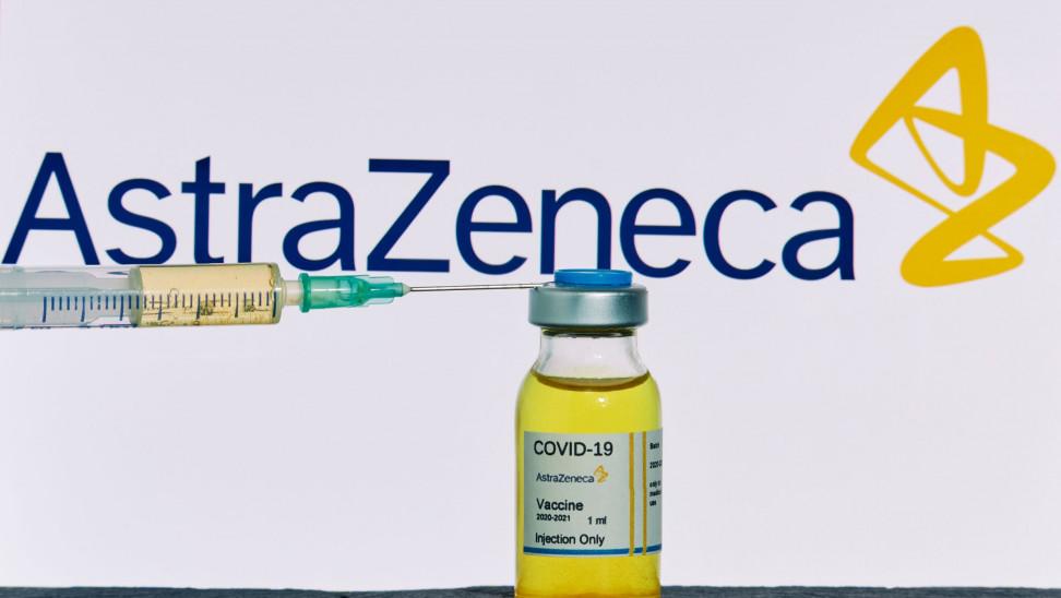 Επιμένει η «κυβέρνηση λοιμωξιολόγων» παρά την παγκόσμια ανησυχία: Να συνεχιστούν οι εμβολιασμοί με την Astrazeneca