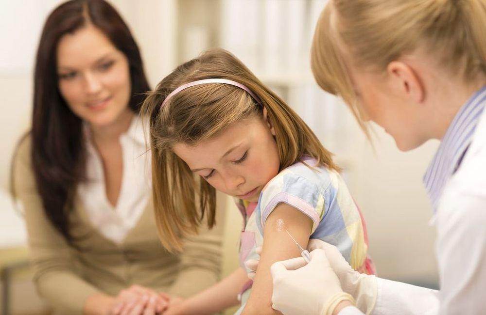 «Τα εμβόλια μας φέρνουν πιο κοντά»