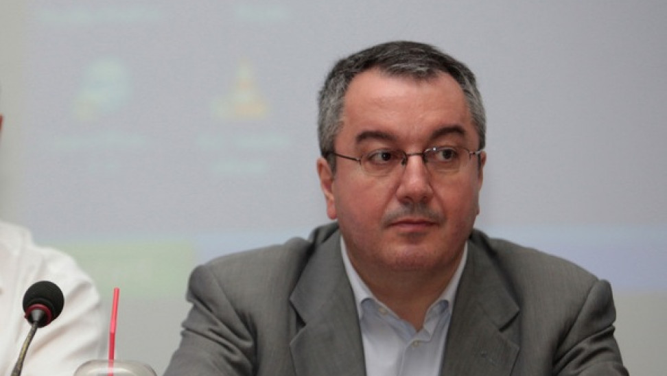 Η. Μόσιαλος: Δεν τίθεται θέμα ανησυχίας για το άνοιγμα λιανεμπορίου και  Λυκείων
