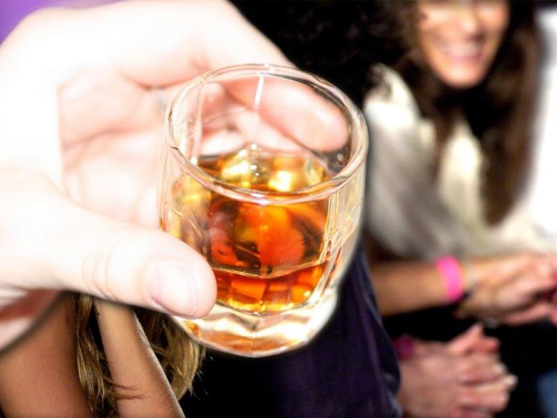 Έρευνα στο Ηνωμένο Βασίλειο: Οποιαδήποτε ποσότητα αλκοόλ κάνει κακό στον εγκέφαλο