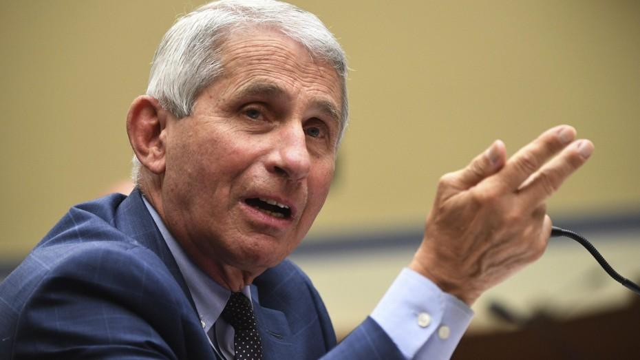 Άντ. Φάουτσι: Ορισμένοι Αμερικανοί ενδέχεται να χρειαστούν αναμνηστική δόση εμβολίων