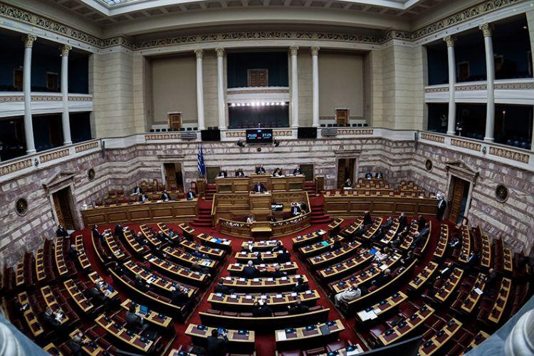 Υποχρεωτικός εμβολιασμός: Εγκρίθηκε η τροπολογία με τις ψήφους ΝΔ- ΚΙΝΑΛ – Καταψήφισε ο ΣΥΡΙΖΑ