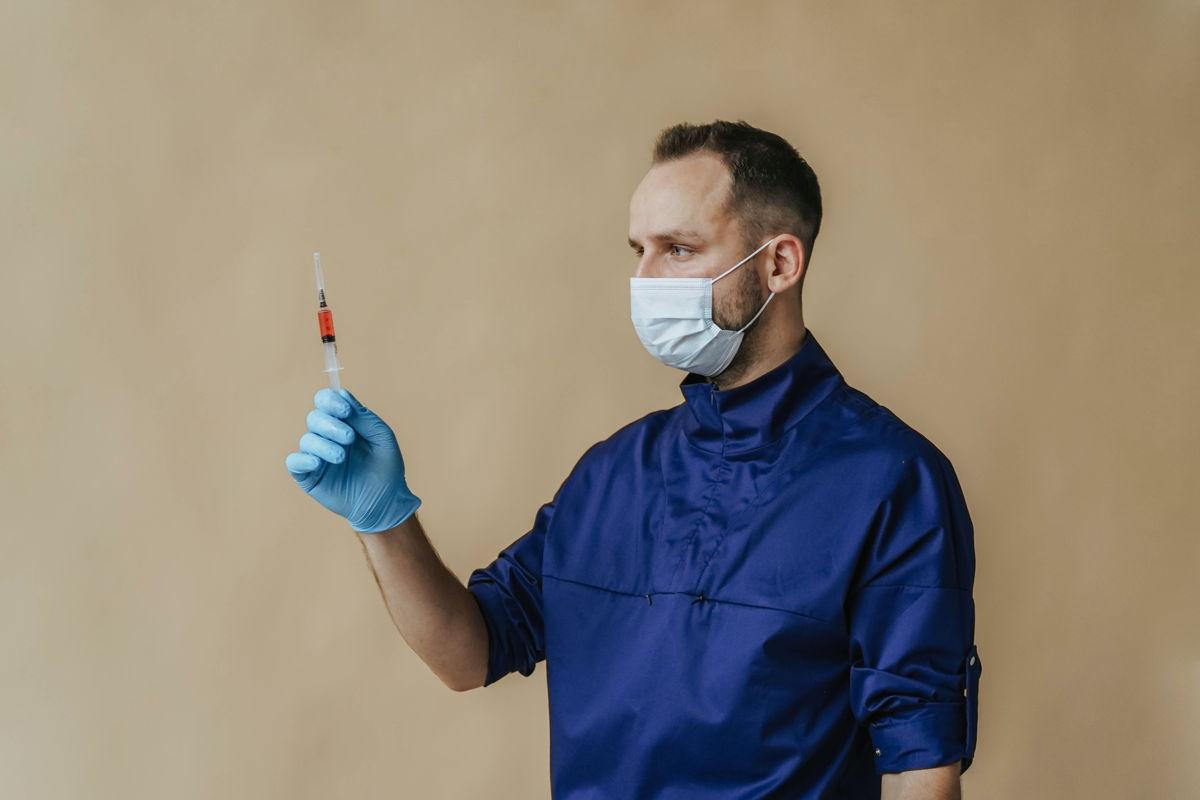 Moderna: Ξεκινούν οι κλινικές δοκιμές mRNA εμβολίων για τη γρίπη και τον HIV
