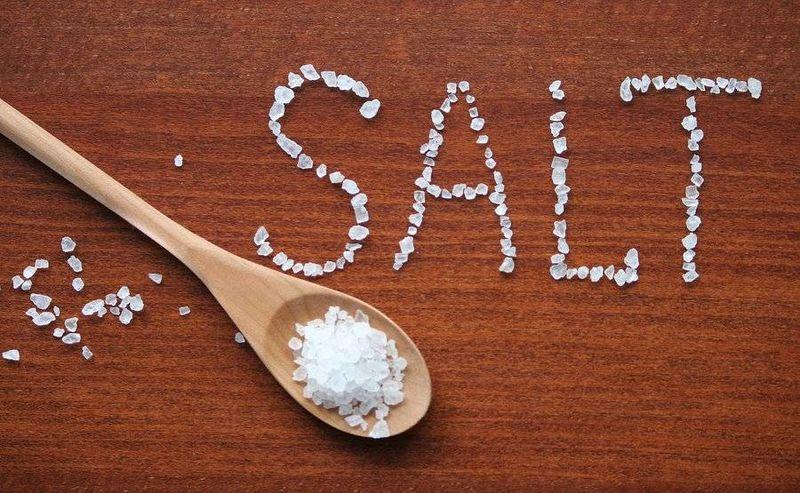 Σε ποιες τροφές «κρύβεται» το παραπανίσιο αλάτι