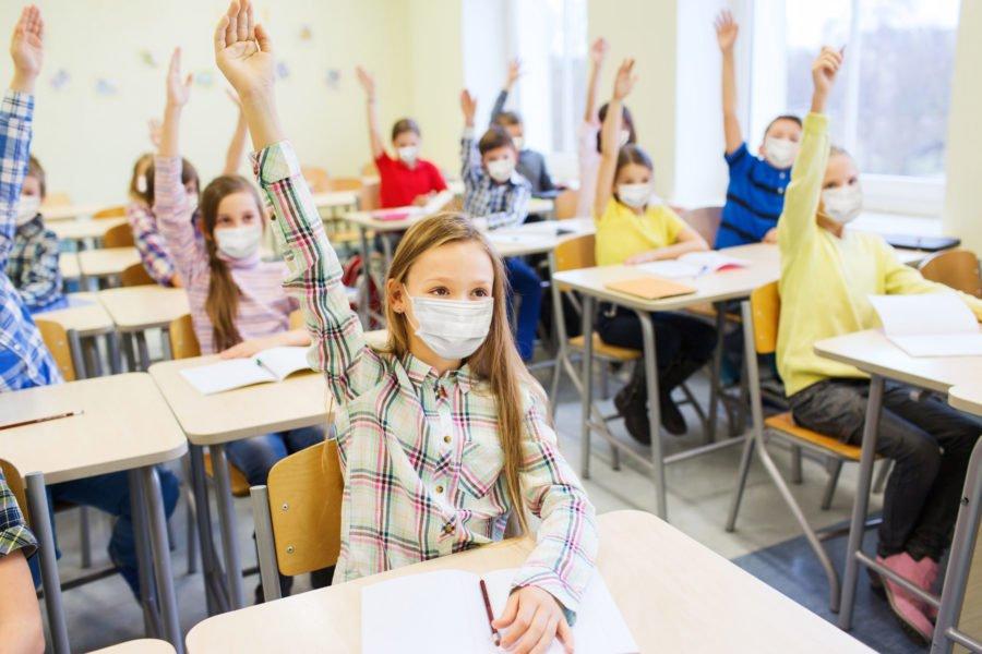 Ο καθημερινός έλεγχος για περιορισμό της διασποράς με παρακολούθηση των μαθητών στο σχολείο
