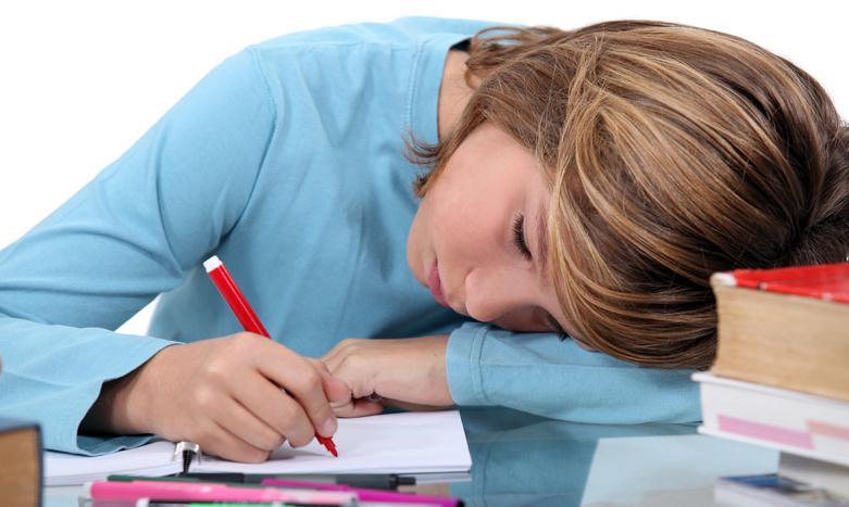 Η σωστή στάση σώματος όταν διαβάζει το παιδί σας