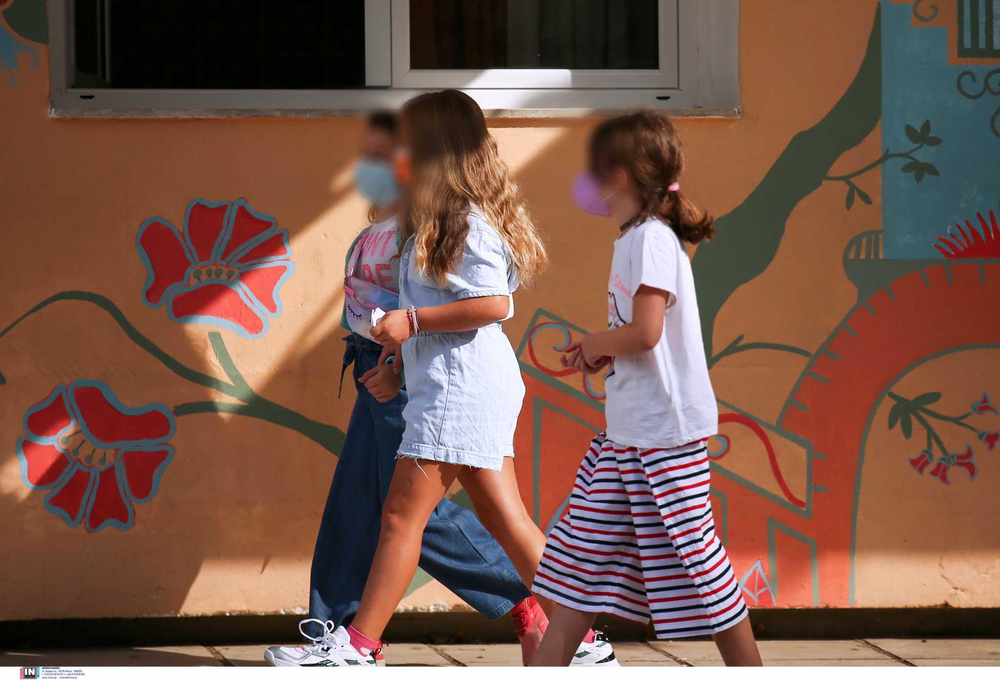 ΥΠΑΙΘ: Λιγότερα τα κρούσματα σε παιδιά από ότι πριν ανοίξουν τα σχολεία