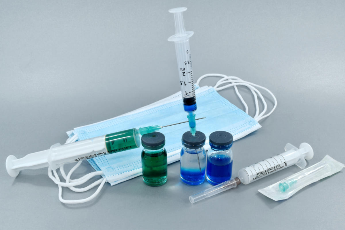 Moderna: Ξεκίνησαν οι κλινικές δοκιμές για πολυδύναμο εμβόλιο γρίπης και COVID-19