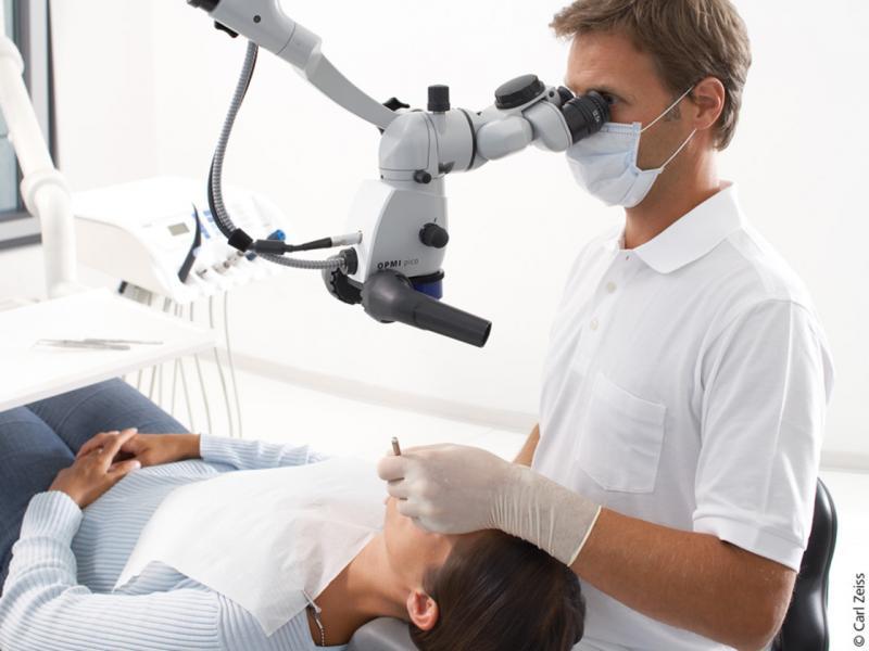 COVID-19: Τι αποφάσισε η Επιτροπή για έφηβους και οδοντίατρους