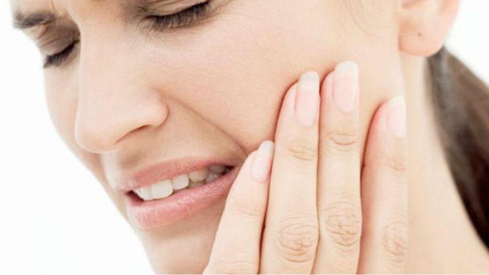 Ευαίσθητα δόντια: 4 βασικές συμβουλές
