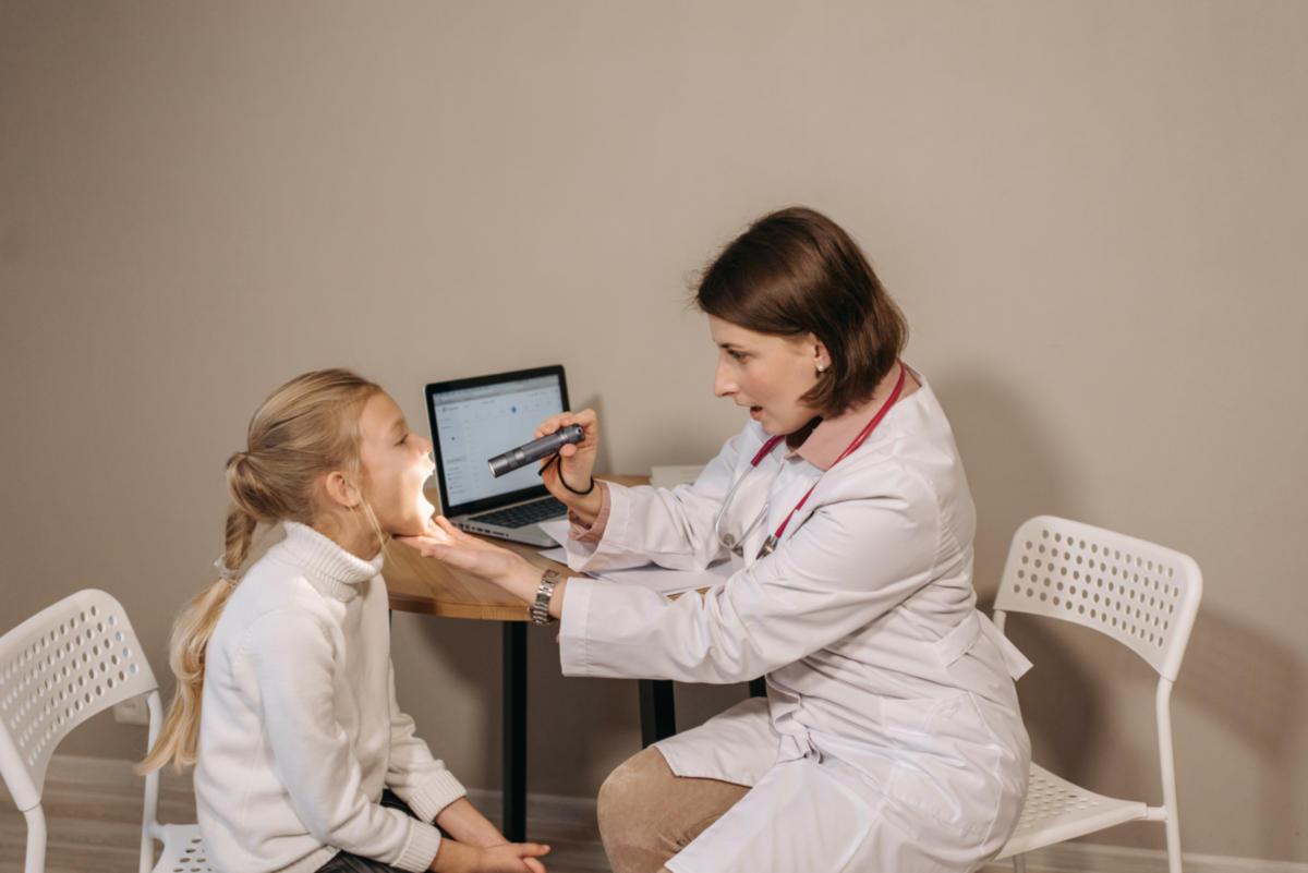Πονόλαιμος: Συχνότερα αίτια και πρόληψη στα παιδιά